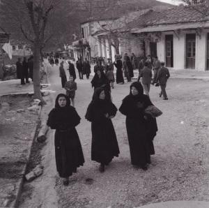 Κυριακή-γιά-εκκλησία-Καρυά-1958-τελη-Μάρτη-001
