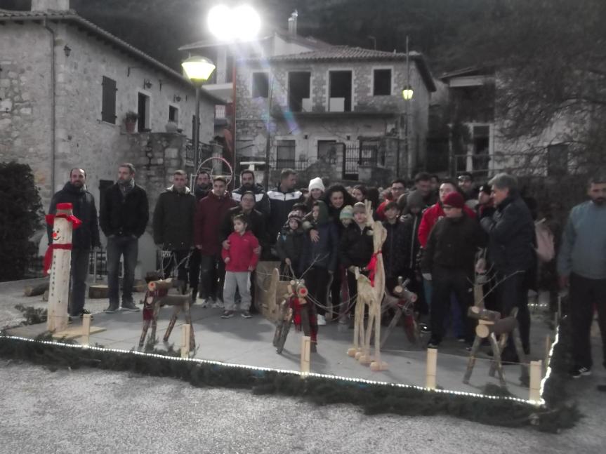Ο Απόλλωνας και ο Α.Ο. Καρυάς υποδέχονται τα ΚΔΑΠ-ΜΕΑ του Δήμου Λευκάδας στην στολισμένηΚαρυά.