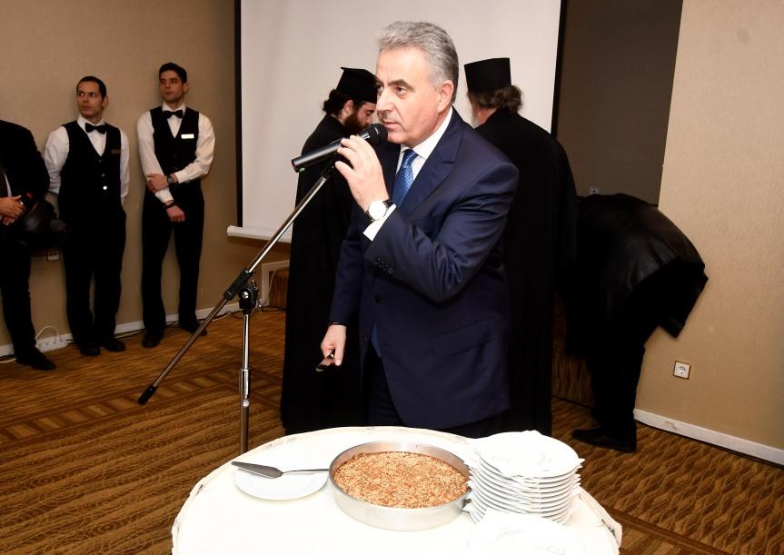 Την παραδοσιακή Λαδόπιτα με τους ετεροδημότες της Λευκάδας στην Αθήνα  έκοψε ο ΘανάσηςΚαββαδάς