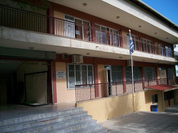 Ο Σύλλογος Καρσάνων Λευκάδος Αθήνας έστειλε στο Γυμνάσιο Καρυάς υλικό για την ενίσχυση της αντισηπτικής προστασίας των μαθητών και του διδακτικούπροσωπικού
