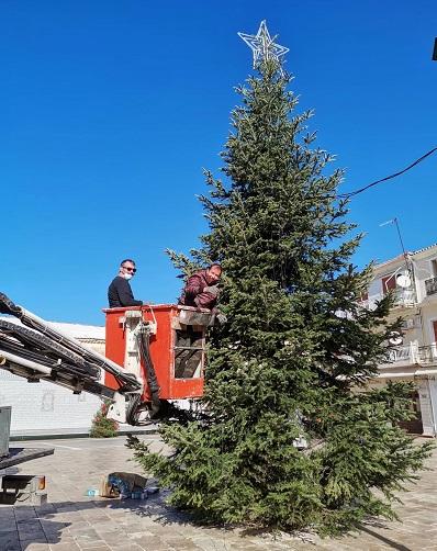 Φωταγώγηση του Χριστουγεννιάτικου δέντρου στην Κεντρική Πλατεία τηςΛευκάδας