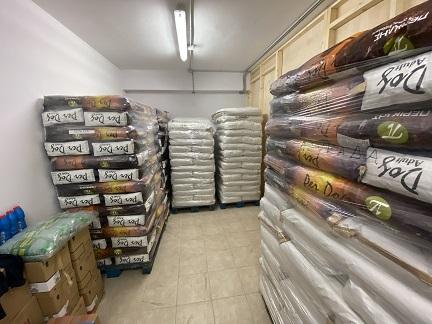 ΔΗΜΟΣ ΛΕΥΚΑΔΑΣ :Παραλαβή και διανομή ζωοτροφών στα αδέσποταζώα